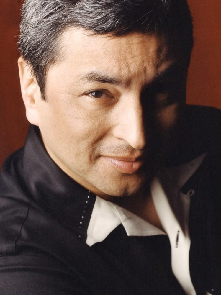 Octavio Solis headshot